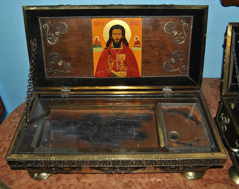 Ковчег с частицей мощей священномученика Николая Искровского