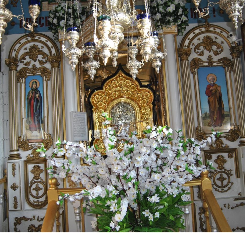 Киот с иконой Благовещения Пресвятой Богородицы «Тиносская»