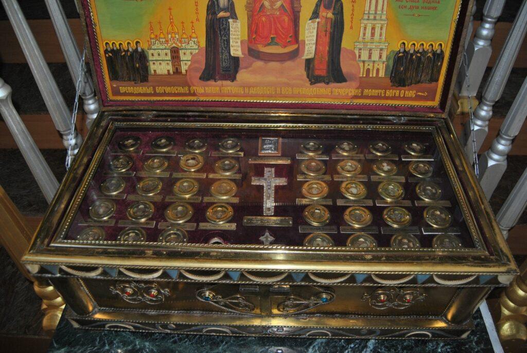 Частицы святых мощей преподобных отцев Киево – Печерских