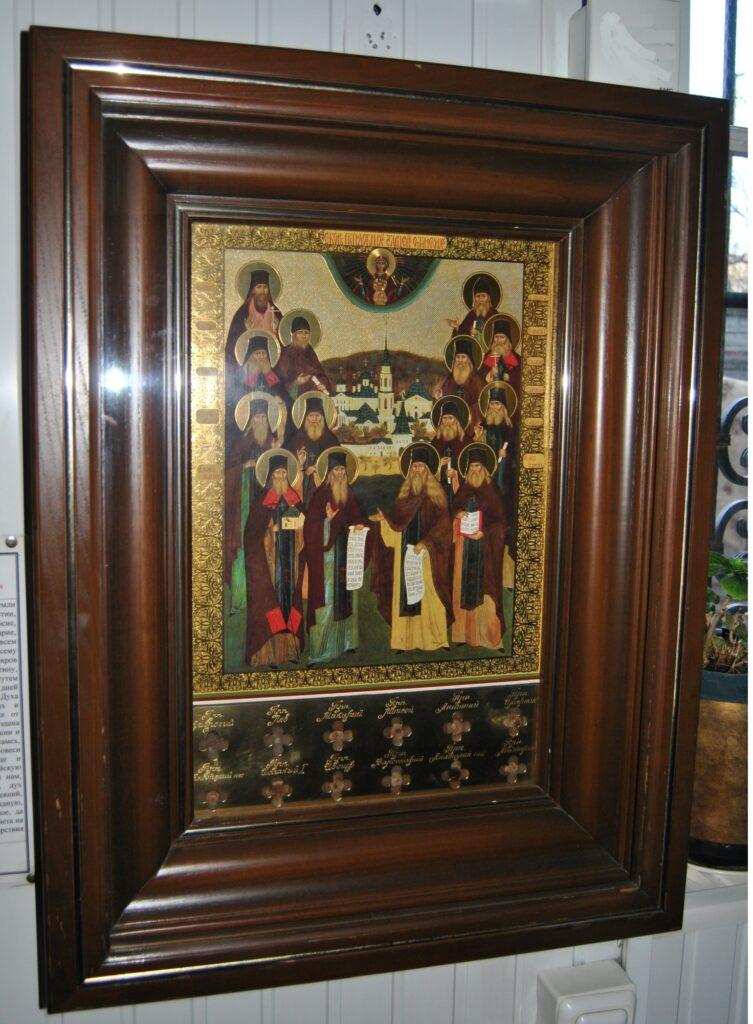 Частицы святых мощей преподобных отцев Оптинских